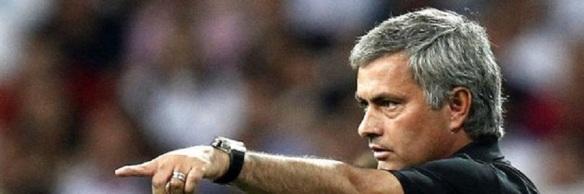 Mourinho-da-indicaciones-jugadores-partido_TINIMA20120829_0506_5