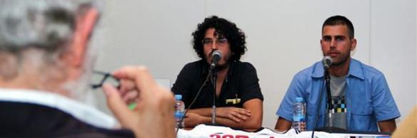 Pablo Gómez (autor del libro 'Los cisnes') a la derecha en la presentación del libro en Fnac.